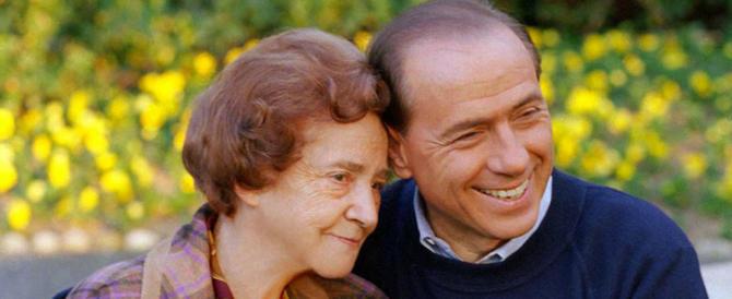 """Berlusconi festeggia le mamme così: """"Daremo una pensione a tutte voi"""""""