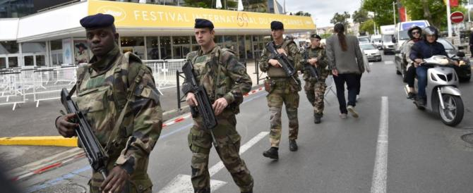 Paura al Festival di Cannes, evacuato il palazzo per uno zaino. Falso allarme