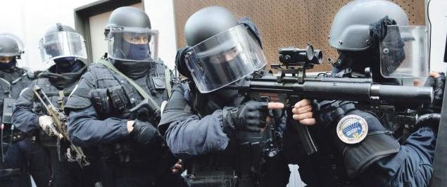 Terrorismo, cinque arresti in diversi blitz in Francia, trovate armi