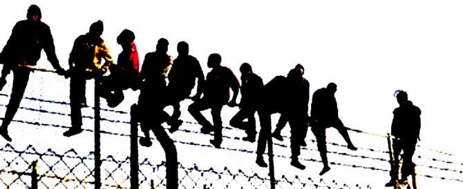 Clandestini, dati spaventosi dal Viminale: arrivano a decine di migliaia