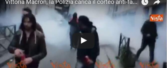 Gli antagonisti italiani a Parigi: «Siamo tutti antifascisti». Scontri e cariche (video)
