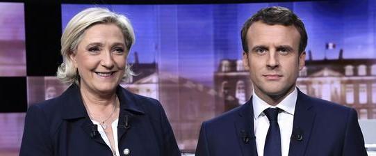 """Duello in tv, la Le Pen travolge Macron: """"Sei un banchiere affarista"""""""