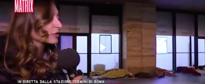 Stazione Termini, aggressione in diretta per la giornalista di Matrix (video)