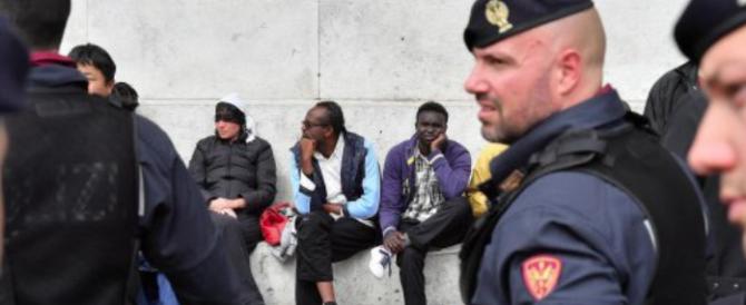 """Gasparri contro la marcia di Milano pro-migranti: """"Iniziativa folle e razzista"""""""