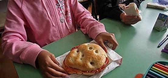 Scuola, no al panino da casa: una mamma di Napoli perde il ricorso