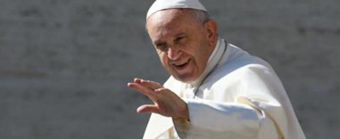 Papa Francesco: la risposta al lavoro non è un assegno mensile. Ce l'ha con Grillo?