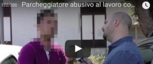 Il parcheggiatore abusivo va in Bmw. Minacce al reporter che l'ha scoperto (VIDEO)