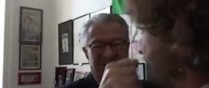 L'ex deputato col vitalizio d'oro aggredisce l'inviato delle Iene (VIDEO)
