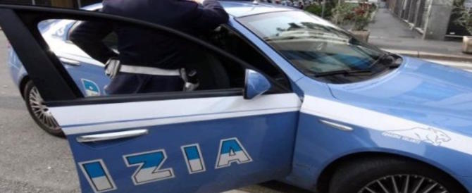 Ruba un'auto, investe una donna e ne rapina un'altra: arrestato magrebino