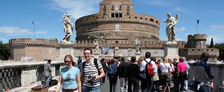 A Roma milioni di turisti-fantasma: la polizia locale chiude strutture abusive