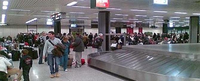 Fiumicino, beccati con le mani ancora nelle valigie: fermati 5 addetti ai bagagli
