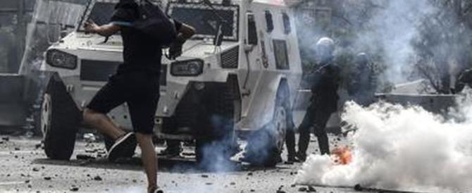 Venezuela, Maduro: «Riformiamo lo Stato». L'opposizione in piazza
