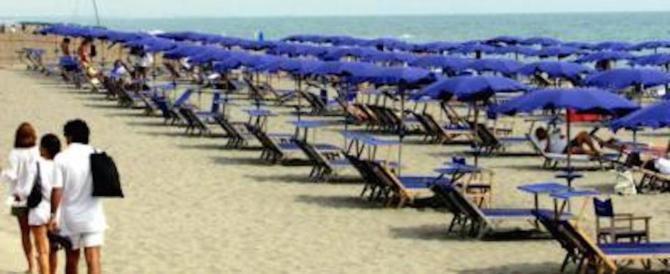Spiaggia, ombrelloni e spese extra, i consigli per evitare il salasso a mare