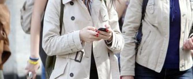 Incidenti su strada e su rotaie: quando parlare al telefonino ci costa la vita