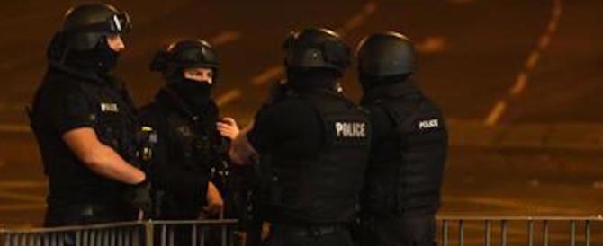 Manchester, dopo il fratello del terrorista fermate altre 3 persone: massima allerta