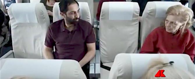 Paura di incontrare un terrorista sull'aereo? Ecco lo spot che inquieta (video)