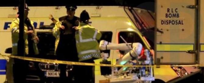 Il terrorista suicida è Salman Abedi, già noto alla polizia. Bulloni nei corpi delle vittime