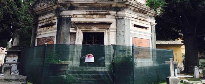 Tombe distrutte al Verano, rintracciati i responsabili: sono quattro minorenni