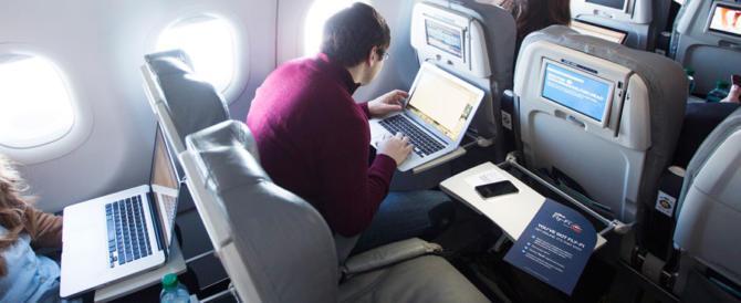 Trump non si fida dell'Europa: al bando pc e tablet anche per i voli Ue
