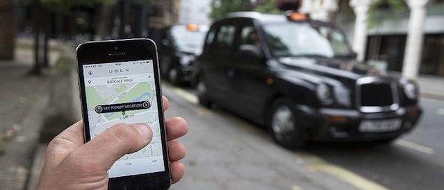 Uber torna legale: ecco i pro e i contro per clienti e taxi