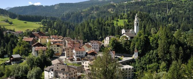 Sindaco di un paesino svizzero vieta le foto ai turisti: la sua bellezza può fare invidia…