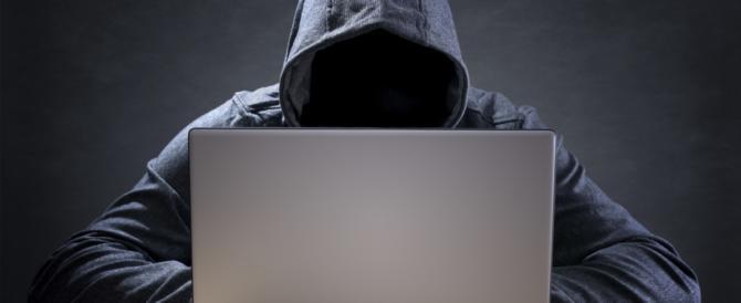 Hacker 20enni vendevano virus nel dark web, ora è caccia aperta ai clienti