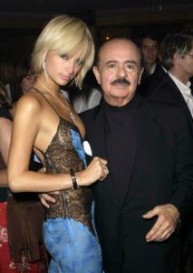 Lo sceicco Khasshogi con l'ereditiera Paris Hilton