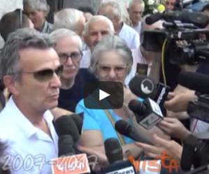 I funerali di Paolo Limiti a Milano: la commozione di Pupo e Mara Venier (video)
