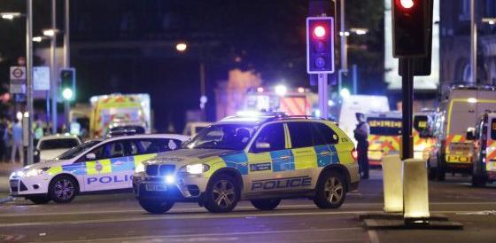 Terrore a Londra nel nome di Allah. 6 morti e 48 feriti. I primi video
