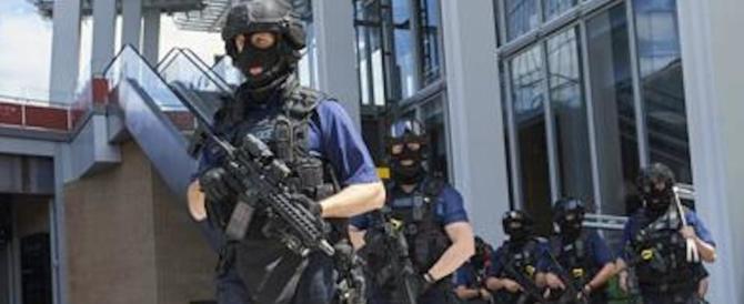 Strage a Londra, caccia ai killer. La polizia ha i nomi dei tre attentatori