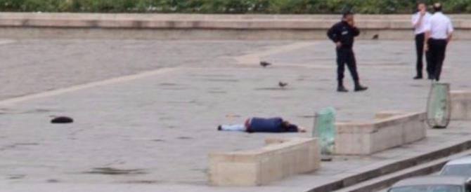 """L'attentatore di Notre Dame urlava: """"Lo faccio per la Siria"""""""