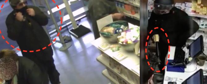 Roma, zoppo rapina farmacia armato di un fucile da sub: preso sulla Cassia (video)