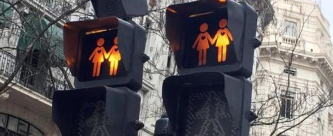 Anche Madrid si piega ai semafori gay friendly. E i cittadini pagano…