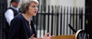 Theresa May ha perso la scommessa: niente maggioranza. Corbyn: «Vada via»