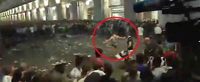 Torino, ecco il finto kamikaze che ha innescato il panico (video). Una bravata?