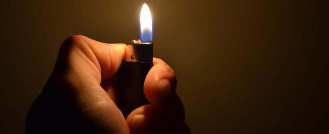 Choc a Napoli, cosparge di benzina la moglie per darle fuoco