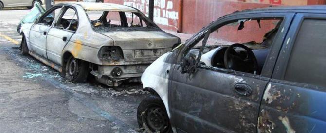 Dà fuoco all'auto della sua ex. Per vendicarsi di qualche post su Fb