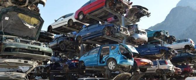 113 carcasse di auto rubate trovate al campo nomadi di Castel Romano