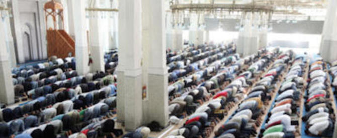 """Berlino, prima moschea """"liberale"""": uomini e donne tutti insieme"""