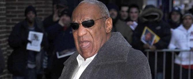 Al via il processo a Bill Cosby: l'ex papà Robinson rischia 10 anni per stupro