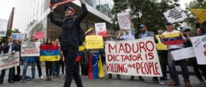 Venezuela, ecco i video drammatici della rivolta popolare anticomunista