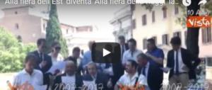 Gasparri le canta alla Raggi: letteralmente. Ecco il coro intonato in Campidoglio (VIDEO)
