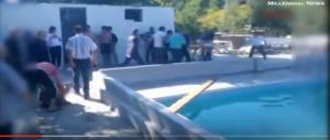 Strage al parco acquatico: tre bambini e due adulti folgorati (video)