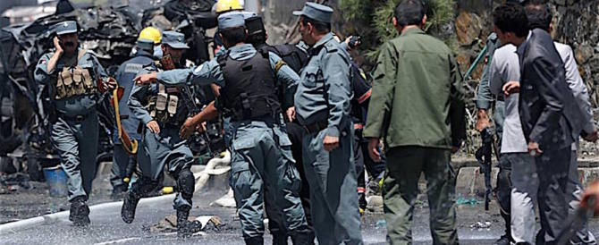 Kabul, spari all'ospedale dove sono ricoverati i feriti dell'attentato (video)
