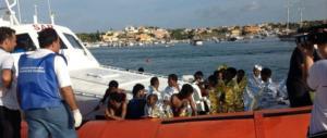 """Malta """"dirotta"""" sull'Italia l'ennesima barca di migranti. Salvini: «Siamo sotto attacco»"""
