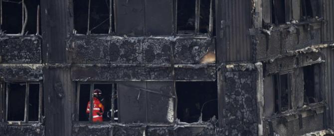 Londra, è proibito il materiale usato per la Grenfell Tower: rogo evitabile