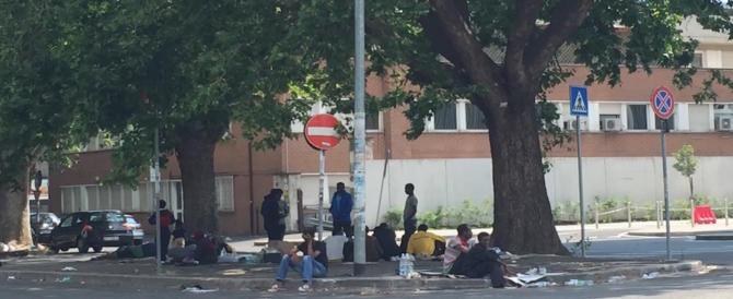 Stazione Tiburtina, tendopoli e presidi di migranti sgomberati: l'ennesima volta