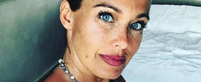 La moglie di Bonolis: «Espadrillas di Chanel a mia figlia? Polemiche inutili…»