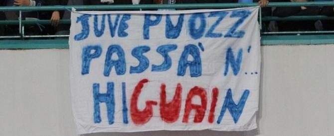 Napoli festeggia la sconfitta della Juve. Sconti nei negozi. E' polemica (video)