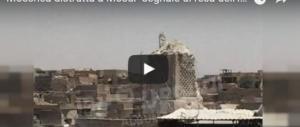 Nell'inferno di Mosul: la moschea Al-Nuri distrutta è il segno della resa dell'Isis (I VIDEO)